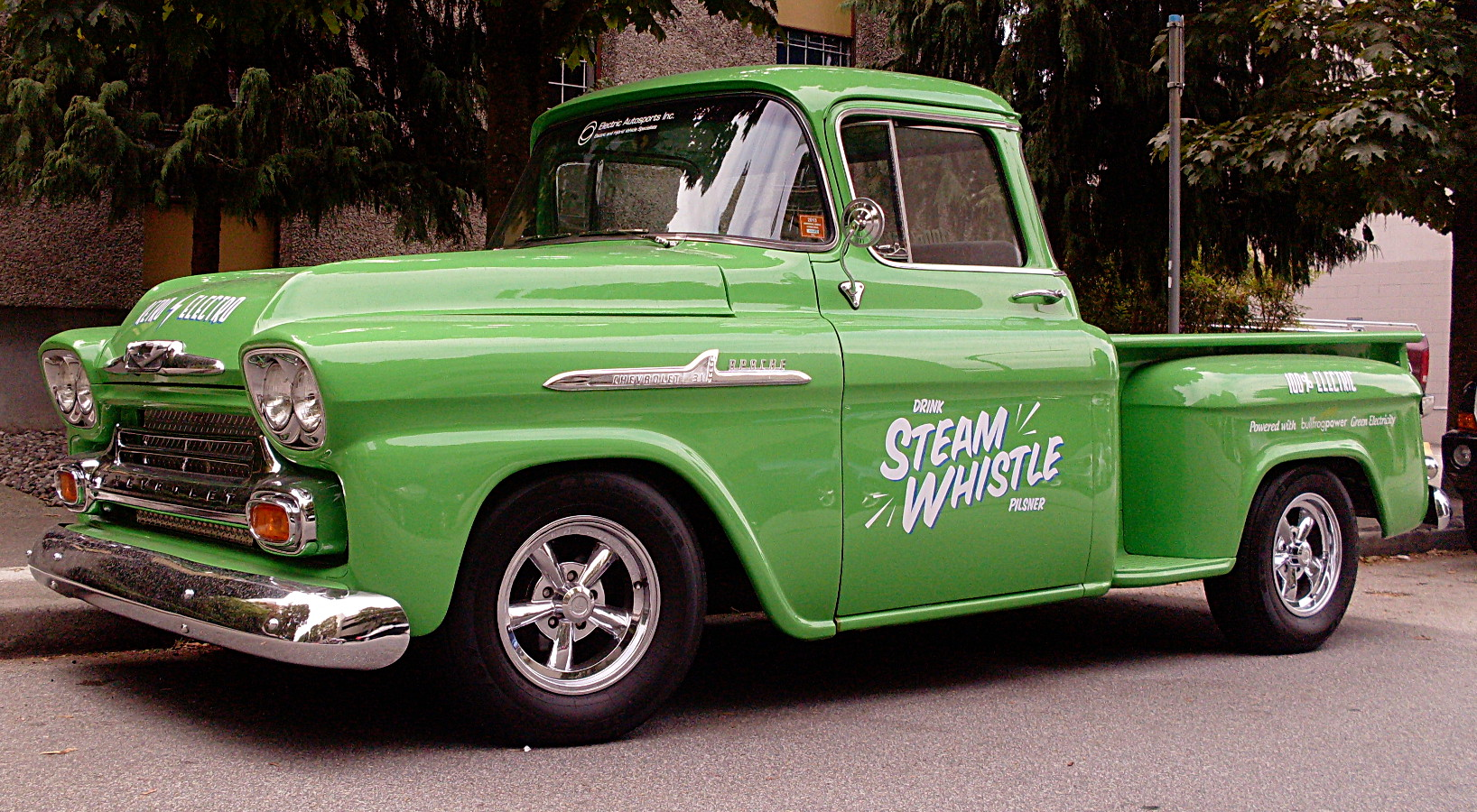 sqwabb: How green is this vintage pickup truck?