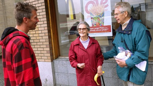 Brenda and Brian of St Philip's Anglican Church outreach talking with my homeless friend Richard.
