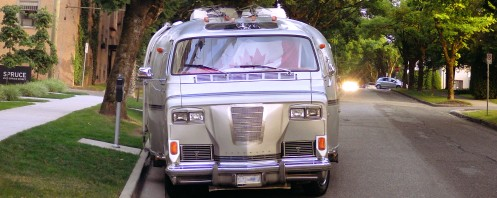 A two-shot composite to show how wide the Toronado-Chevy-Airstream is.